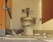 Como Evitar Acidentes ao Desentupir seu Vaso Sanitário